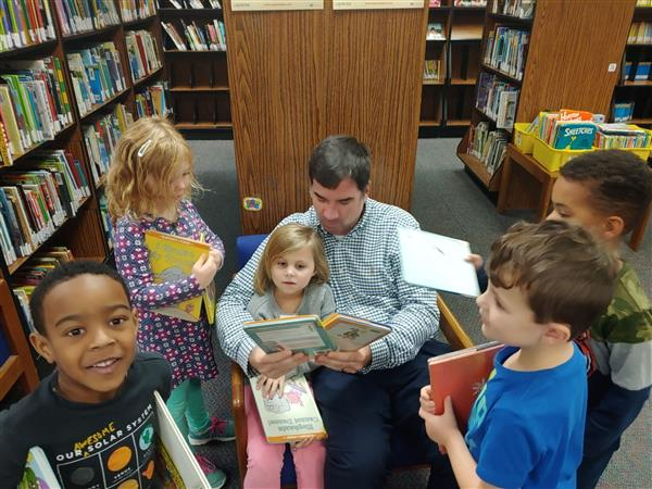 Mr. Thoma reading with kids.