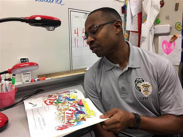 Greensboro Police Officer Reads to Students