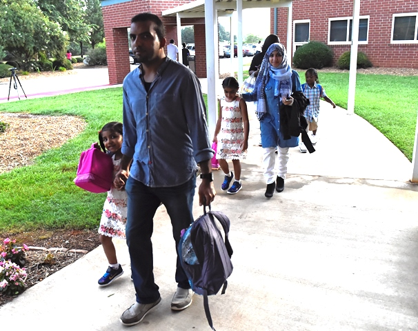 JES families arriving at school