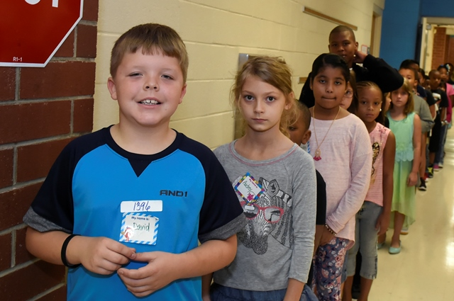 JES students in line in the hallway